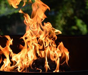Bål med flammer