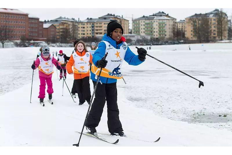 Skidåkning på Gärdet i Stockholm under Alla på snö. FOTO: Bildbyrån.