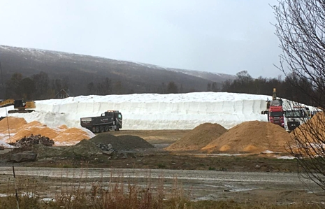 Snöberget i Bruksvallarna som nu bäddad för skidåkning redan 10 oktober. FOTO: Sandra Landén.