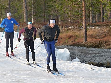 På dagens lugnare pass på förmiddagen hade Viktor sambon Johanna i släptåg. FOTO: Johan Trygg/Längd.se.