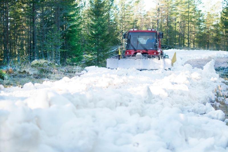 I morgon tisdag börjar utläggningen av snö i Grönklitt inför öppningen av längdspår på fredag. FOTO: Orsa Grönklitt.