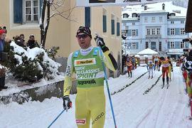 """Öystein """"Pölsa"""" Pettersen gör något som inga andra elitåkare gör i vinter. Han kommer att tävla på flera olika skidmärlen. Här ör """"Pölsa"""" vid segern i La Diagonela i Schweiz 2015. FOTO: Johan Trygg/Längd.se."""