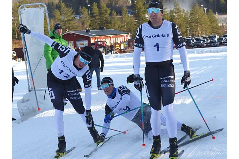Anton Karlsson knep segern i Grönklittspremiären före Andreas Holmberg, i mitten, och Emil Persson till vänster. FOTO: Johan Trygg/Längd.se.