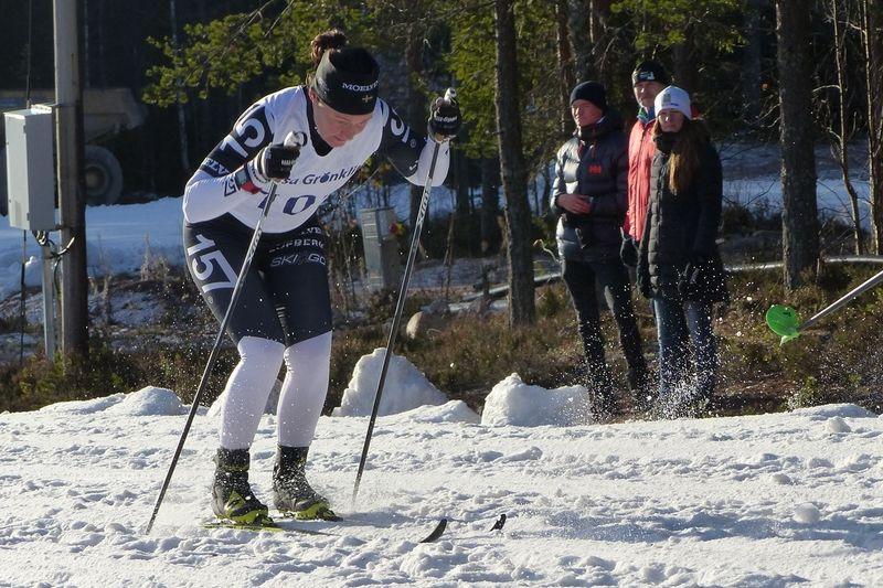 Britta Johansson Norgren i ensamt majestät på väg mot segern i Grönklittspremiären. FOTO: Johan Trygg/Längd.se.