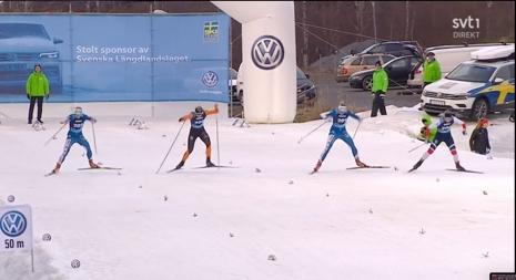Marthe Nordlunde längst till höger hade greppet i början av finalen men Linn Svahn kom starkt på slutet. I orange och svart Maja Dahlqvist och längst till vänster Linn Sömskar. FOTO: Från SVT:s sändning.