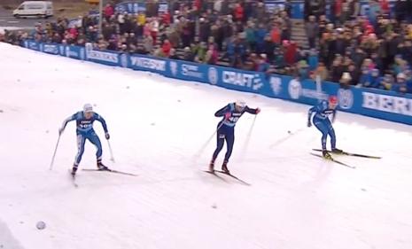 Karl Johan Dyvik hade ledningen men Ludvig Sögnen Jensen avslutade snabbast och vann precis som i fjol. Till vänster trean Erik Silfver. FOTO: Från SVT:s sändning.
