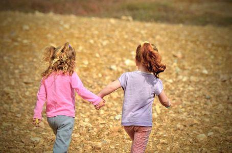 Barn går sammen