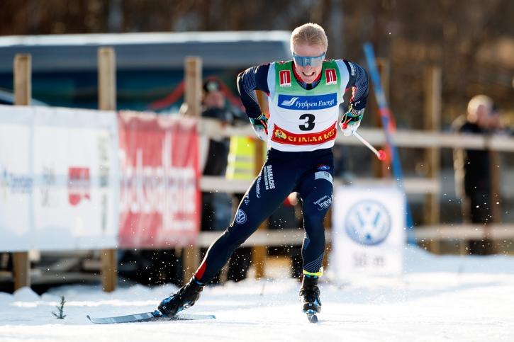 Jens Burman ger vad han har över upploppet. FOTO: Johan Axelsson/Bildbyrån.