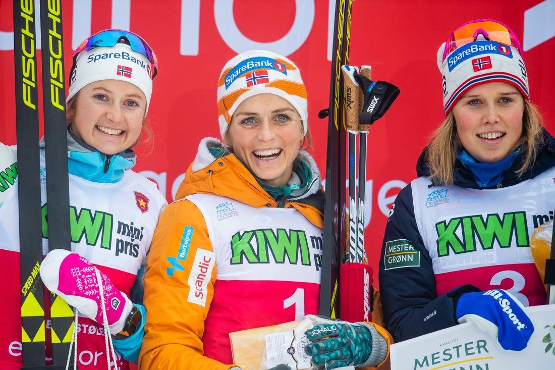 Therese Johaug var tillbaka som vinnare. Här med tvåan Ingvild Flugstad Östberg till vänster och trean Kari Öyre Slind till höger. FOTO: Vegard Wivestad Grött/Bildbyrån.