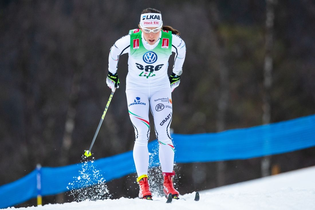 Charlotte Kalla på väg mot klar seger i Bruksvallsloppet över 10 km klassisk stil. FOTO: Johan Axelsson/Bildbyrån.