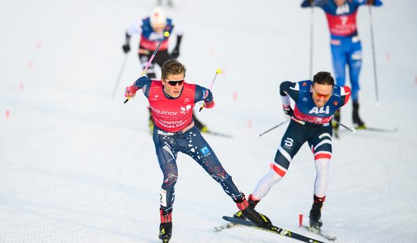 Johannes Hösflot Kläbo vann spriten i Beitostölen före en hårt spurtande Emil Iversen. FOTO: Vegard Viwestad Grött/Bildbyrån.