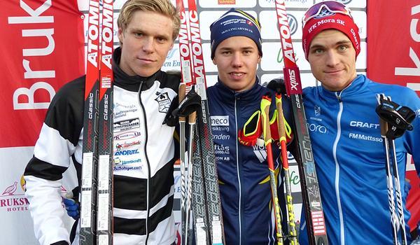 Dagens snabbaste juniorer i Bruksvallarna var Axel Aflodal, tvåa, Leo Johansson, etta och Johan Herbert, trea. FOTO: Johan Trygg/Längd.se.