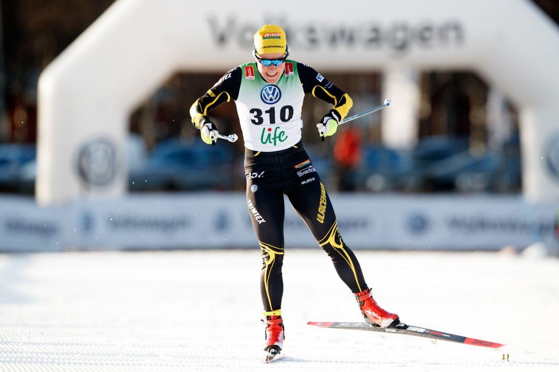 Hanna Falk, Ulricehamns IF, är först ut i sprintprologen i Bruksvallarna på söndagsmorgonen. FOTO: Johan Axelsson/Bildbyrån.