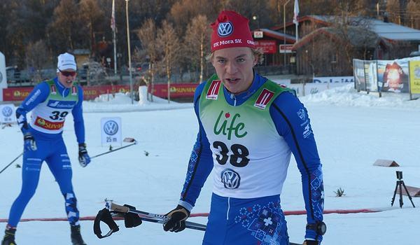 IFK Moras förstaårssenior Gustaf Berglund överraskade med andra tid i sprintprologen i Bruksvallarna. FOTO: Johan Trygg/Längd.se.