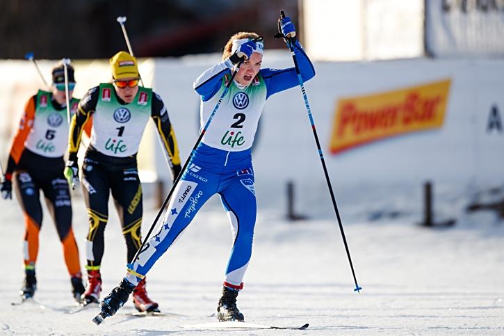 Moa Lundgren var offensiv hela dagen. Här drar hon i finalen före Hanna Falk. FOTO: Johan Axelsson/Bildbyrån.