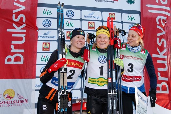 Glatt på pallen. Fr.v. Maja Dahlqvist, tvåa, Hanna Falk, etta och Stina Nilsson, trea. FOTO: Johan Axelsson/Bildbyrån.