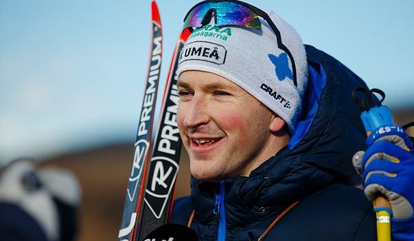 Teodor Peterson en glad sprintvinnare i Bruksvallarna. FOTO: Johan Axelsson/Bildbyrån.
