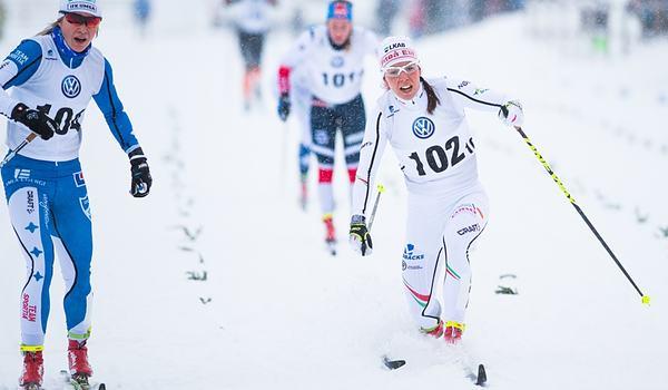 IFK Umeås Jonna Sundling (tv) och Piteå elits Charlotte Kalla går i mål i finalen under sprinten vid Skandinaviska cupen i Piteå förr vintern. Denna vinter är det Östersunds SK som är som är svensk cuparrangör. FOTO: Simon Eliasson/Bildbyrån.