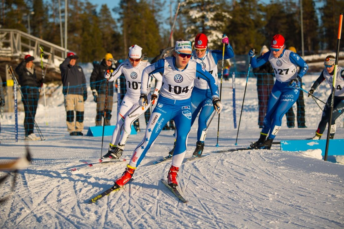 Linn Svahn, IFK Umeå, drar i en kvartsfinal i Idre före Mia Eriksson, Piteå elit och IFK Mora SK-duon Ida Lindkvist och Sofie Oskarsson. FOTO: Patrick Trägårdh.