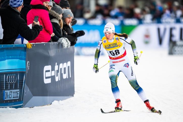 Charlotte Kalla på väg mot andraplatsen. FOTO: Carl Sandin/Bildbyrån.