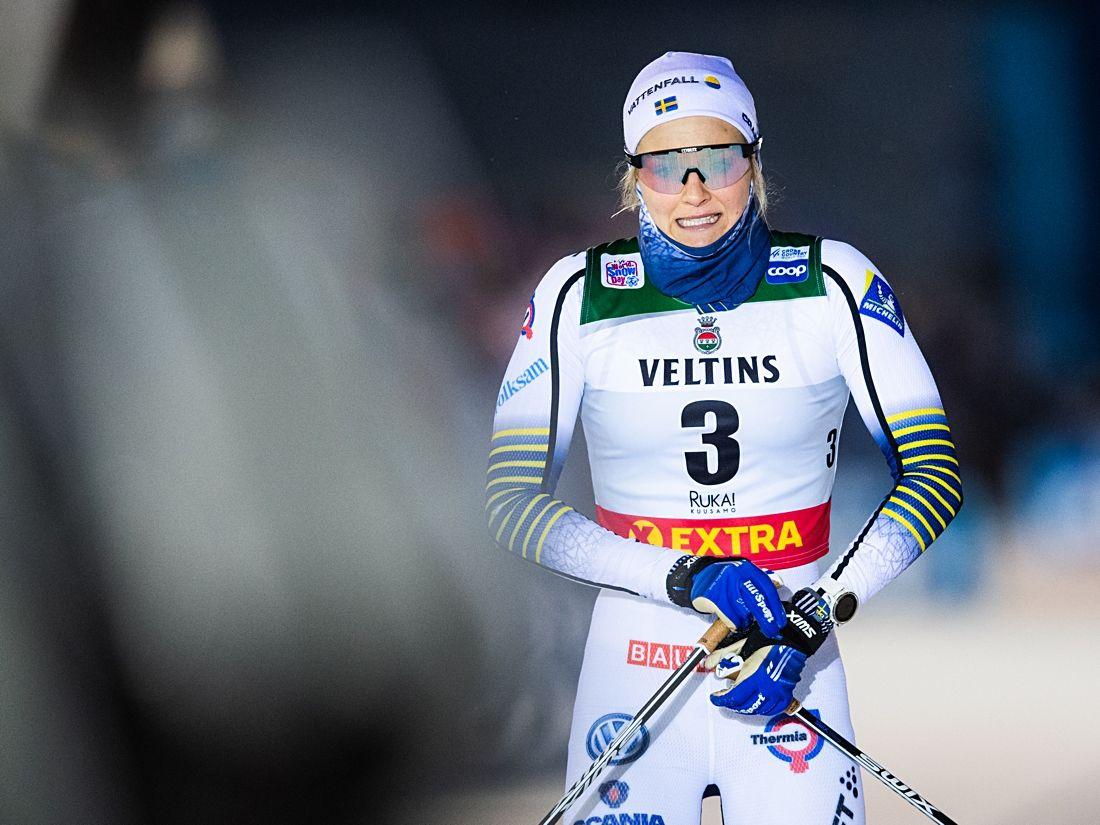 Stina Nilsson i mål som sist i finalen i Ruka efter sin vurpa. Blir det revansch i Lillehammer i morgon? FOTO: Carl Sandin/Bildbyrån.