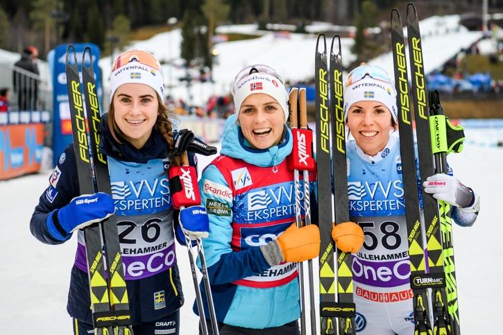 En trio vi nog kommer att se fler gånger tillsammans på pallen i vinter: Ebba, Therese och Charlotte. FOTO: Jon Olav Nesvold/Bildbyrån.