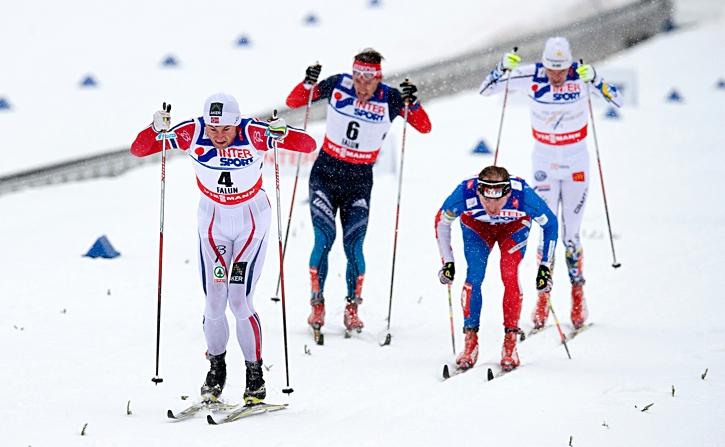 Petter spurtar guld på VM-femmilen i Falun 2015. Han fjärde femmilsguld i ett mästerskap. FOTO: Nils Jakobsson/Bildbyrån.