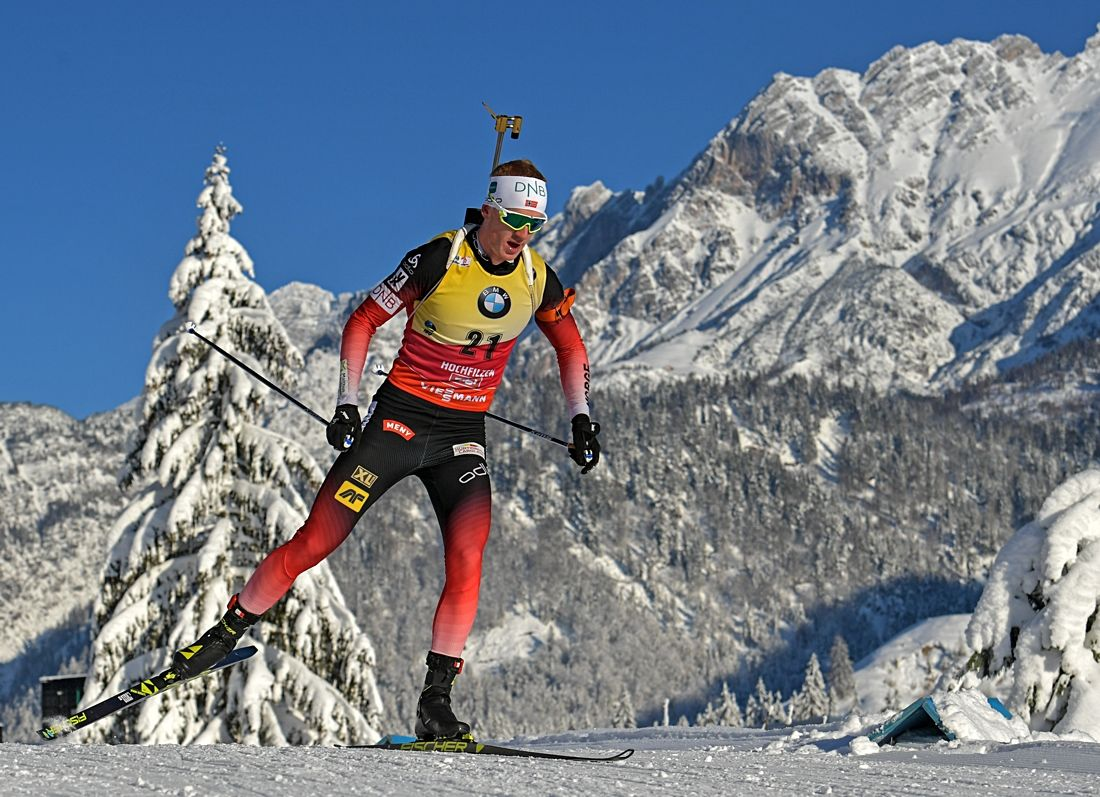 Johannes Thingnes Bö mot seger i sprinten i Hochfilzen, Österrike. FOTO: GEPA pictures/ Hans Osterauer.
