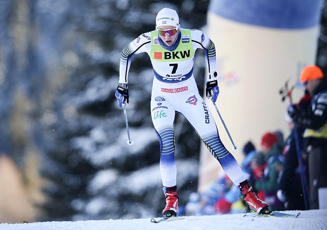Stina Nilsson under prologen i Davos. Finalen slutade med seger närmast före Sophie Caldwell och Maja Dahlqvist. FOTO: Harald Steiner/GEPA pictures.