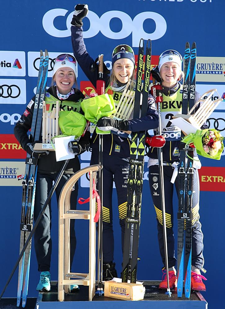 Sophie Caldwell, Stina Nilsson och Maja Dahlqvist på pallen i Davos. FOTO: Harald Steiner/GEPA pictures.