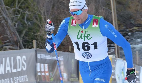 Daniel Rickardsson vann före tio norrmän vid Skandinaviska cupen i Östersund. FOTO: Johan Trygg/Längd.se.