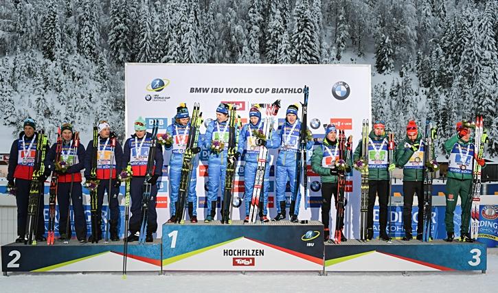 Sverige högt upp på pallen med från vänster: Peppe Femling, Martin Ponsiluoma, Torstein Stenersen och Sebastian Samuelsson. FOTO: GEPA pictures/ Hans Osterauer.