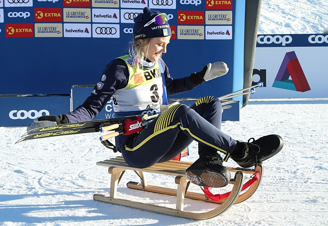Stina Nilsson blir intressant att följa i Tour de Ski. Den inledande sprinten kan ge en bra start på touren för Stina. Här är hon på glid efter segern i Davos i helgen. FOTO: Harald Steiner/GEPA pictures.