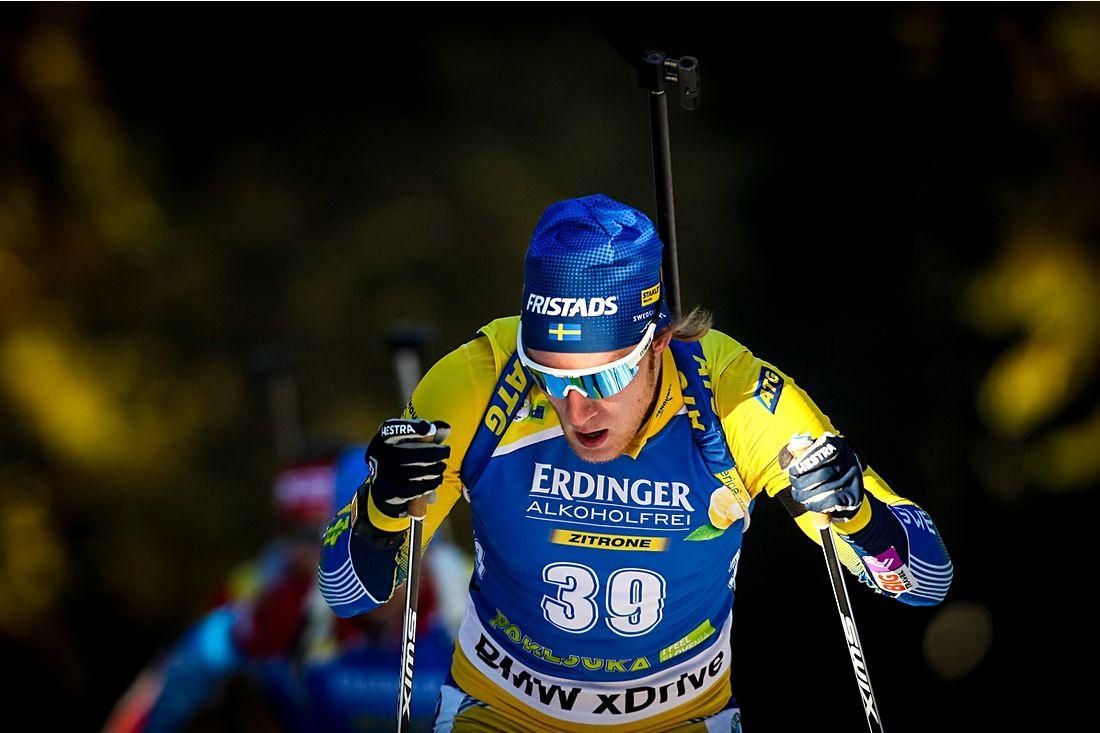 Sebastian Samuelsson avancerade till tionde plats med tredje åktid vid jaktstarten i Nove Mesto, Tjeckien. FOTO: GEPA pictures/Matic Klansek.