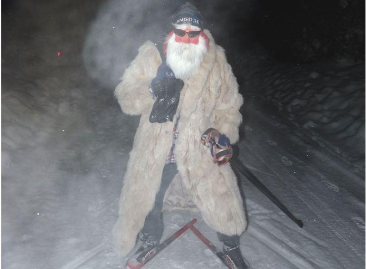 Längd.se-tomten hälsar God Jul och Gott Nytt År till alla skidåkare och skidälskare runt om i vårat avlånga land.
