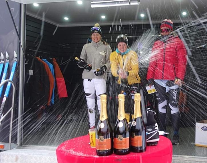 Dampallen med fr.v Hedda Bångman, trea, Lina Korsgren, etta och Evelina Bångman, tvåa.  FOTO: Åre Swix Open.