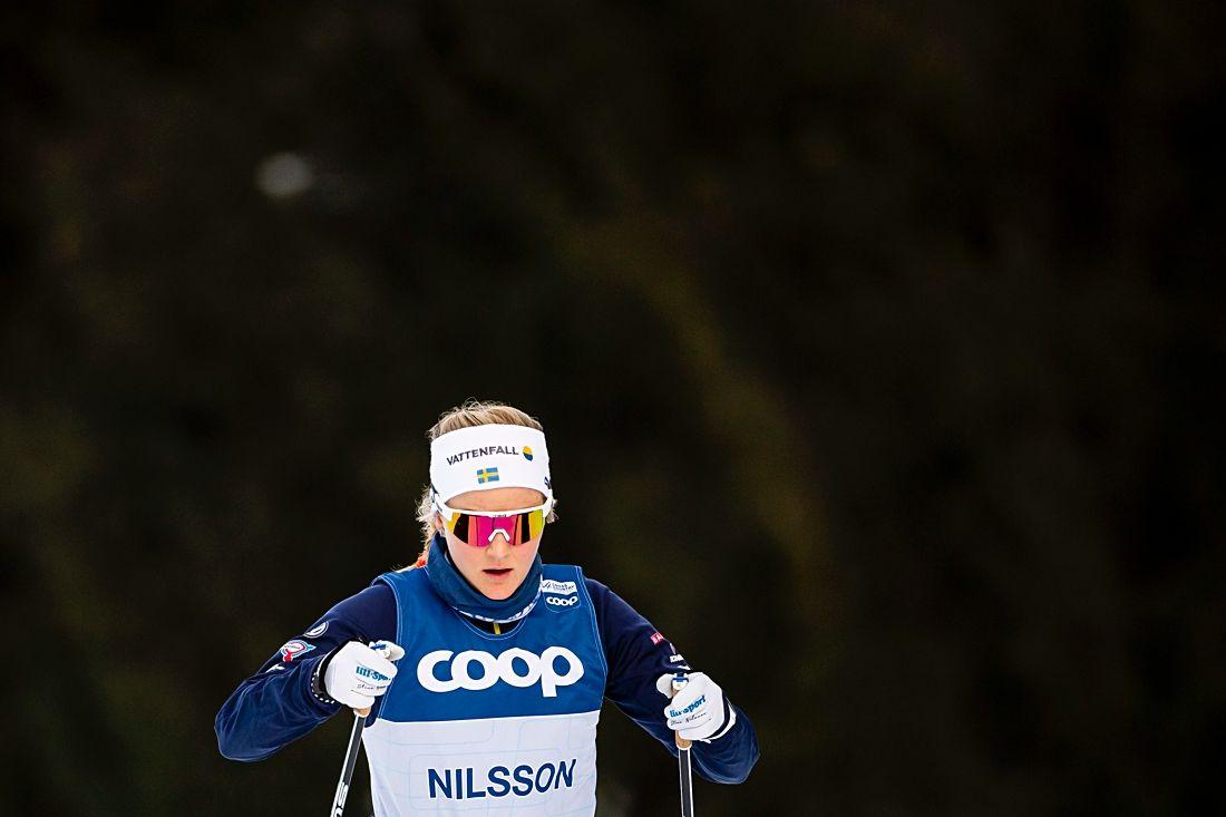 En fokuserad Stina Nilsson inför Tour de Ski-starten i morgon. Stina planerar dock att endast åka de fyra första etapperna av touren. FOTO: Fredrik Varfjell/Bildbyrån.