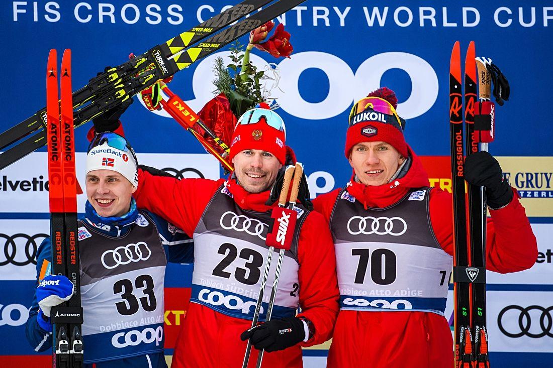 Palltrion på 15 kilometer skejt i Toblach: Simen Hegstad Krüger, Sergey Ustiugov och Alexander Bolshunov. FOTO: Fredrik Varfjell/Bildbyrån.