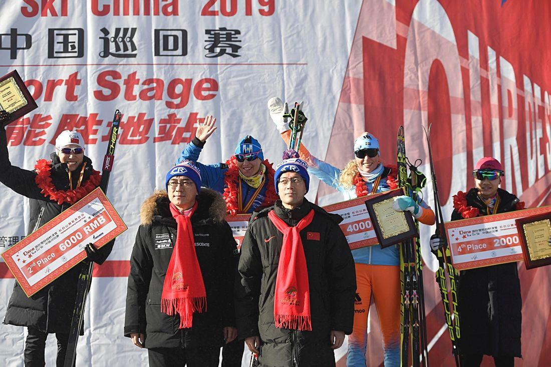 Maria Gräfnings, i orange och blått, blev trea på sprinten i Changbai Mountain, Kina, på nyårsdagen. FOTO: Vasaloppet China.