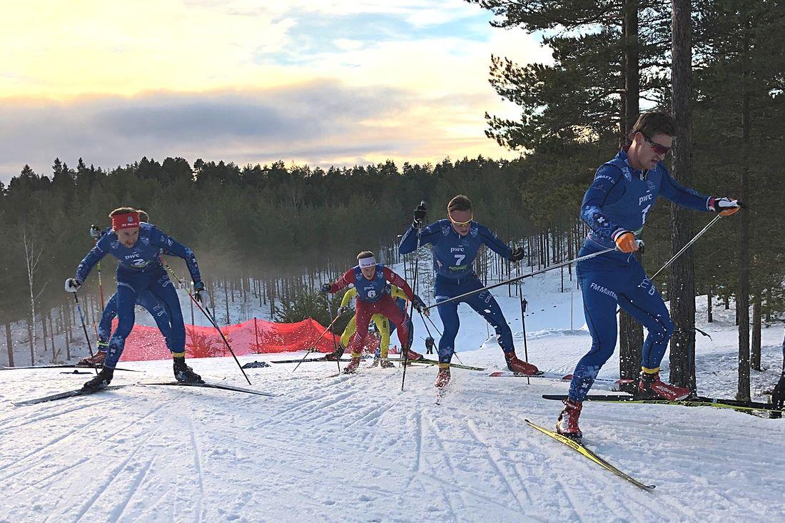 Det var tight värre under Morapinglans masstart i H 21. Från vänster fyran Jonas Eriksson, tvåan Daniel Södersten, åtta Gabriel Strid och slutsegraren Victor Gustafsson. FOTO: Tomas Bredberg.