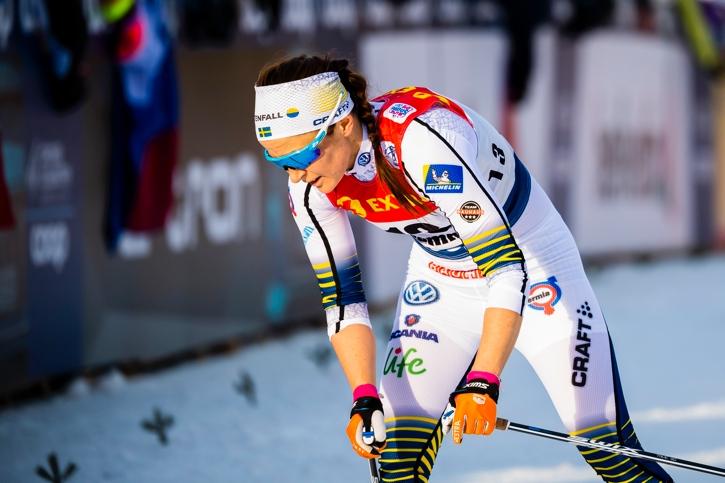 Moa Molander Kristiansen pustar ut efter målgång och 13:e plats på touren. FOTO: Fredrik Varfjell/Bildbyrån.