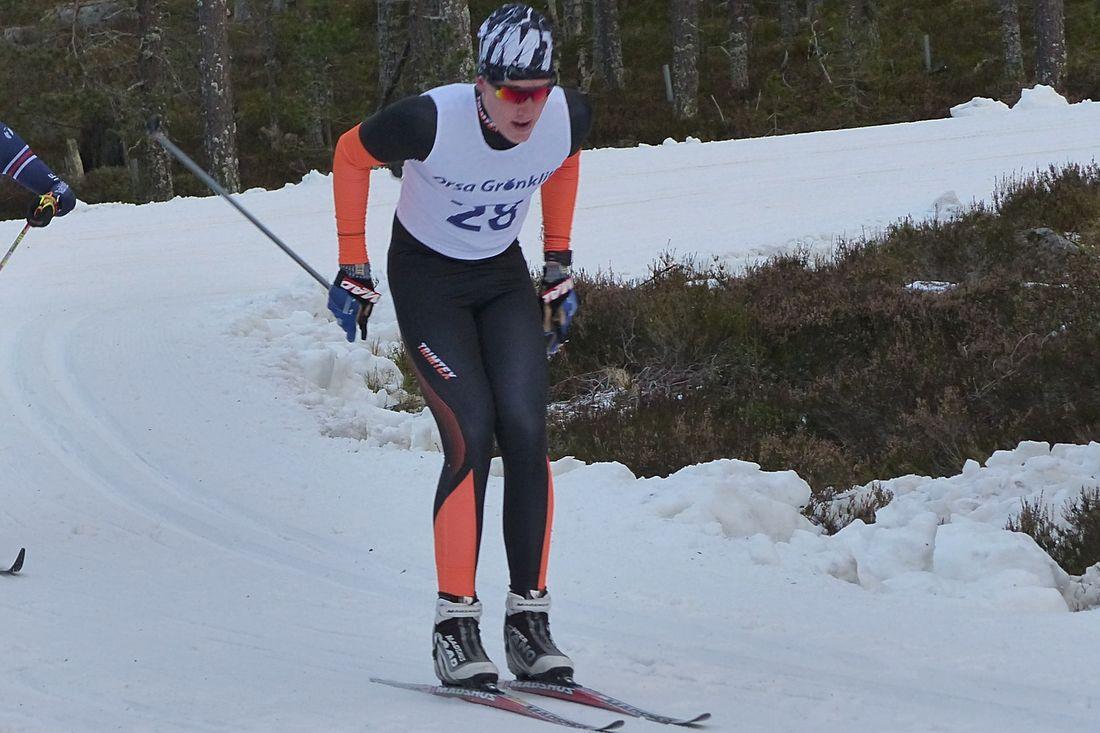 Emil Danielsson leder H 17-18-klassen i Scandic cup efter fyra av åtta deltävlingar. FOTO: Johan Trygg/Längd.se.