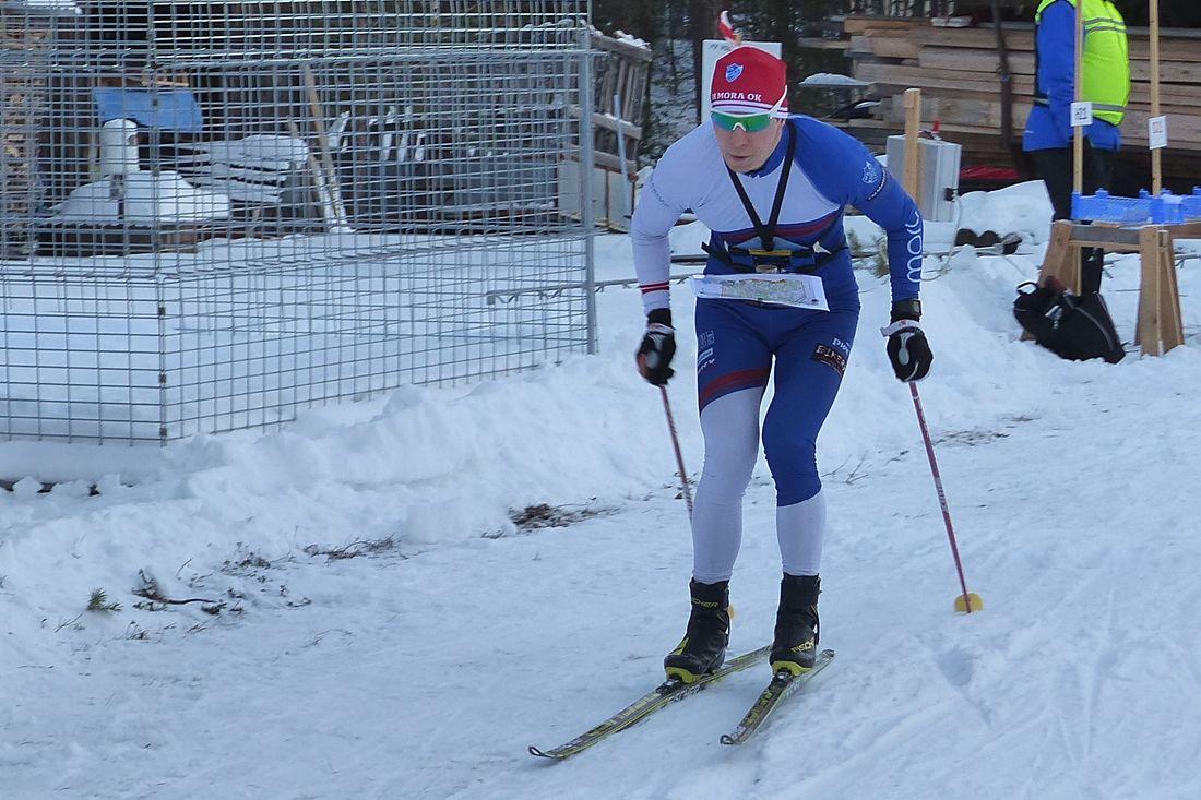 Andrey Lamov vann en solklar seger på dagens långdistans i Mora. FOTO: Johan Trygg/Längd.se.