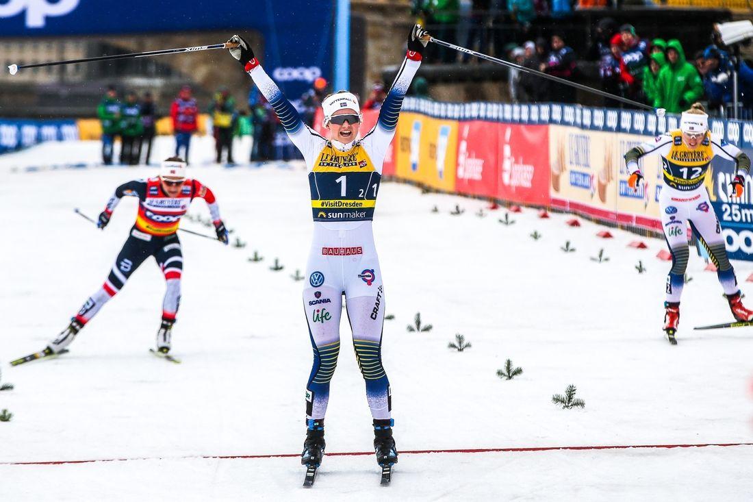 Maja Dahlqvist spurtade till seger och till höger knep Jonna Sundling andraplatsen på Teamsprinten i Dresden. FOTO: GEPA pictures/Philipp Brem.