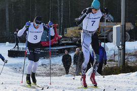 Marcus Johansson och Pontus Nordström har tagit varsin krokig väg till långloppseliten och tävlande i Visma Ski Classics. Bilden är från Grönklittspremiären i höstas där duon hade en intern kamp. FOTO: Johan Trygg/Längd.se.
