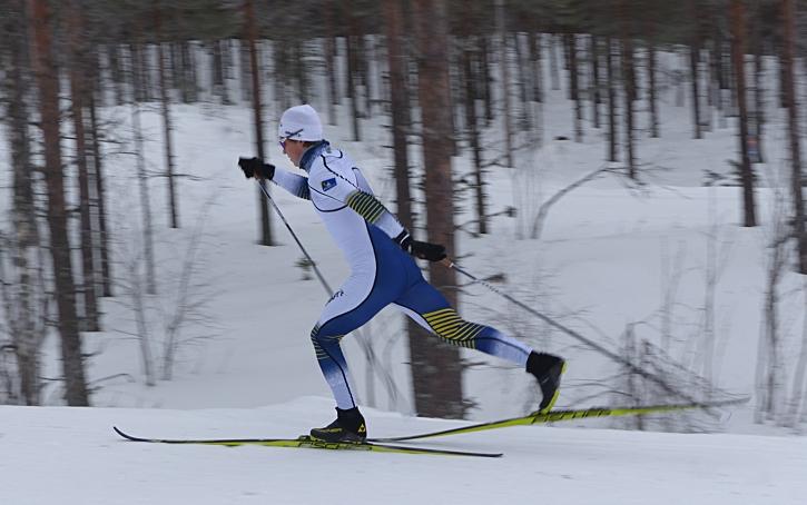 IFK Mora SK:S Gustaf Berglund gjorde en imponerade världscupdebut på sprinten i Dresden. Nu laddar han för U23-VM. FOTO: Johan Trygg/Längd.se.