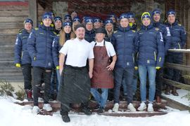 Truppen till JVM och U23-VM i Lahtis har laddat upp på Limbygården i Grönklitt med egna kockar under veckan. På söndag börjar tävlingarna i Finland. FOTO: Johan Trygg/Längd.se.