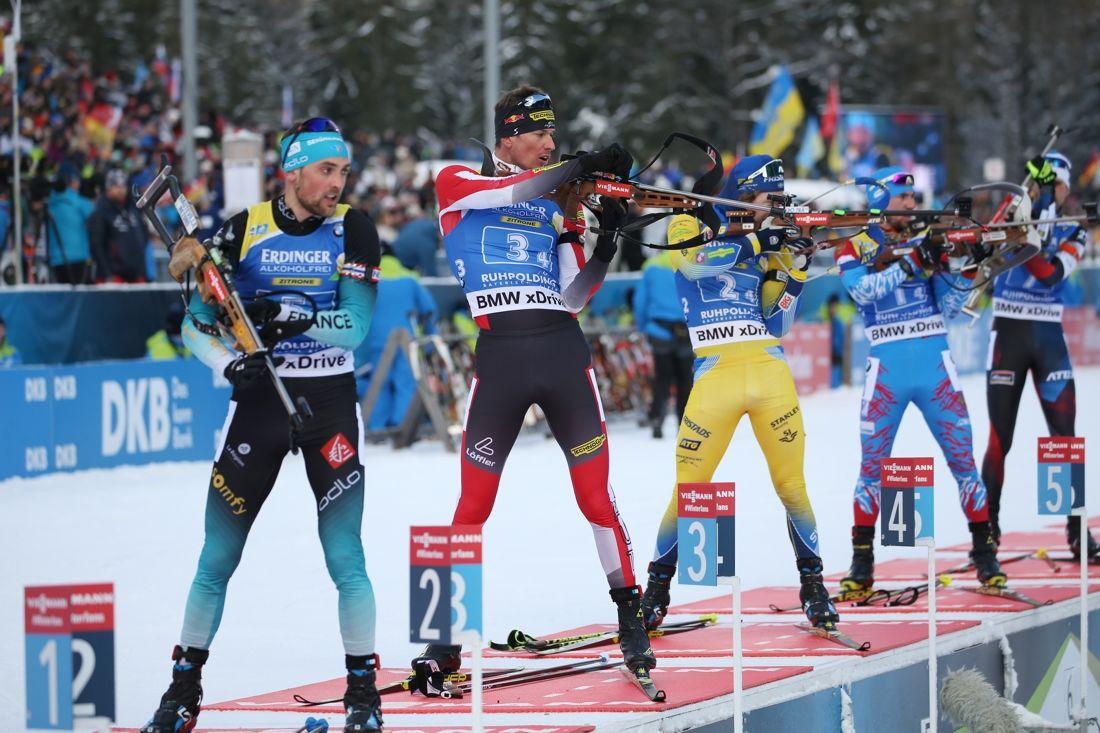 Peppe Femling på skjutvallen under slutsträckan tillsammans med trean Frankrike, fyran Österrike och femma Ryssland. FOTO: Mathias Mandl/GEPA pictures/Bildbyrån.