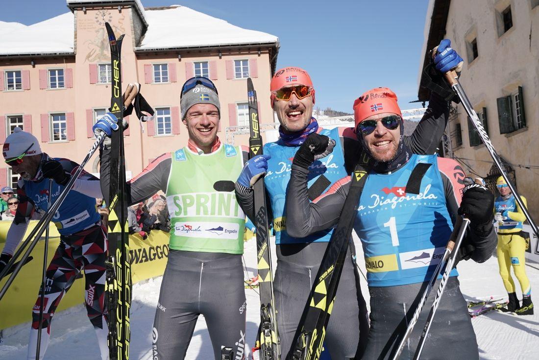 Oskar Kardin imponerande med en tredjeplats på La Diagonela i Schweiz. Här tillsammans med lagkompisarna Andreas Nygaard, etta och Tord Asle Gjerdalen, tvåa. FOTO: Magnus Östh.