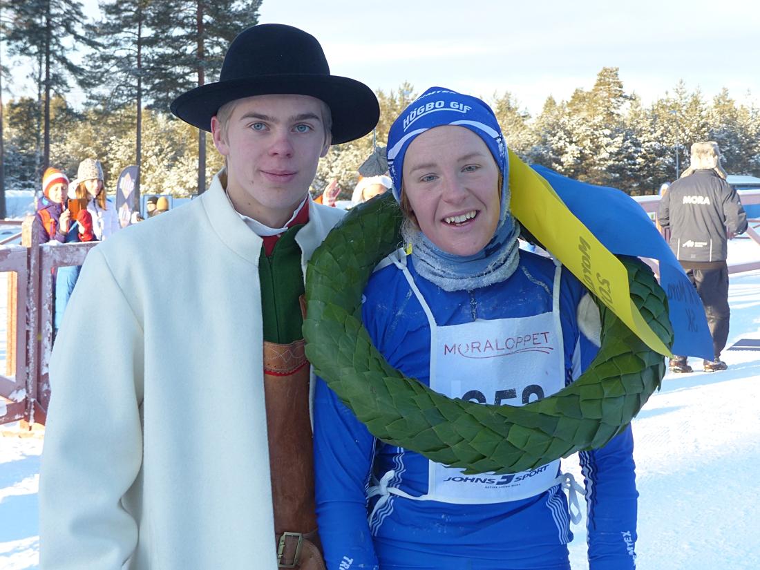 Lena Viklund med kransmasen Per Jutterström. FOTO: Johan Trygg/Längd.se.